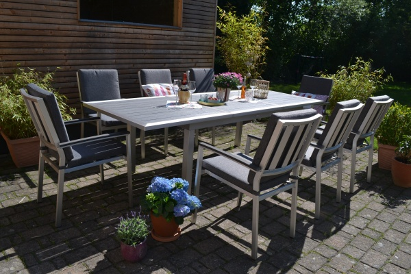 Garnitur Stockholm im Edelstahllook - Tisch verlängerbar 180/260x100cm + 8 Stapelstühle Turin Polste