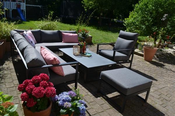 Outfit Iris - Ecksofa + 1 Sessel mit Liegefunktion + 1 Hocker + Tisch - Polster dunkelgrau