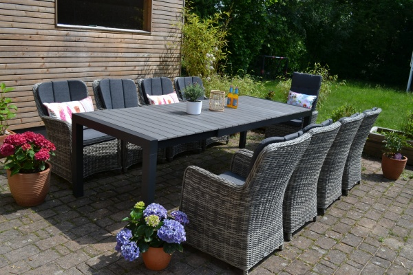 Garnitur Johan 205/275x100cm Polywood Leisten GRAU + 8 Sessel Como-GR im dunkelgrau/mix Polster dunk